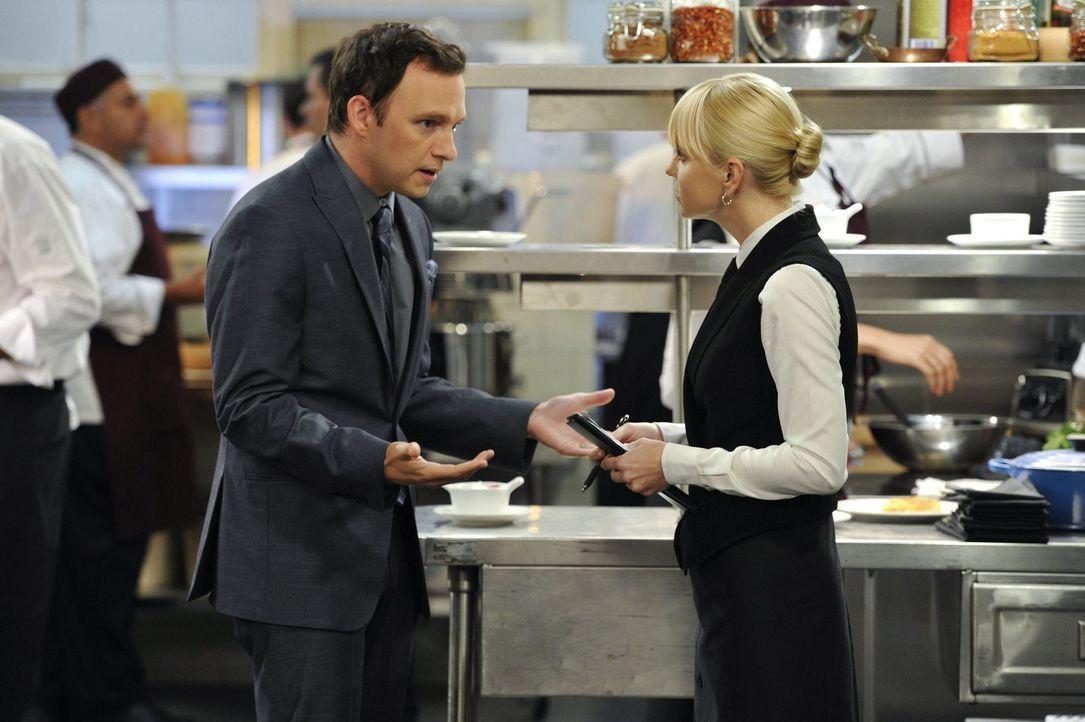 Christy (Anna Faris, r.) will die Affäre mit ihrem Boss Gabriel (Nate Corddry, l.) beenden, weil er verheiratet ist. Doch er sieht seine Ehe überhau... - Bildquelle: Warner Brothers Entertainment Inc.