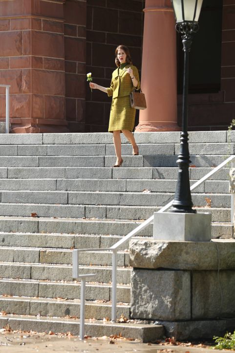 Jahr 1964: Die ehrgeizige Journalistin Lana (Sarah Paulson) merkt sofort, dass hinter den unheimlichen Mauern von Briarcliff etwas nicht mit rechten... - Bildquelle: 2012-2013 Twentieth Century Fox Film Corporation. All rights reserved.