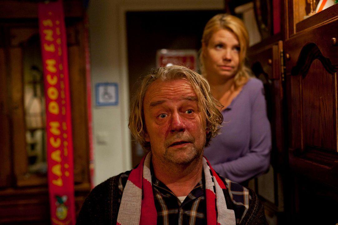 Sind sich nicht immer einig: Kurt (Axel Siefer, l.) und Danni (Annette Frier, r.) ... - Bildquelle: Frank Dicks SAT.1