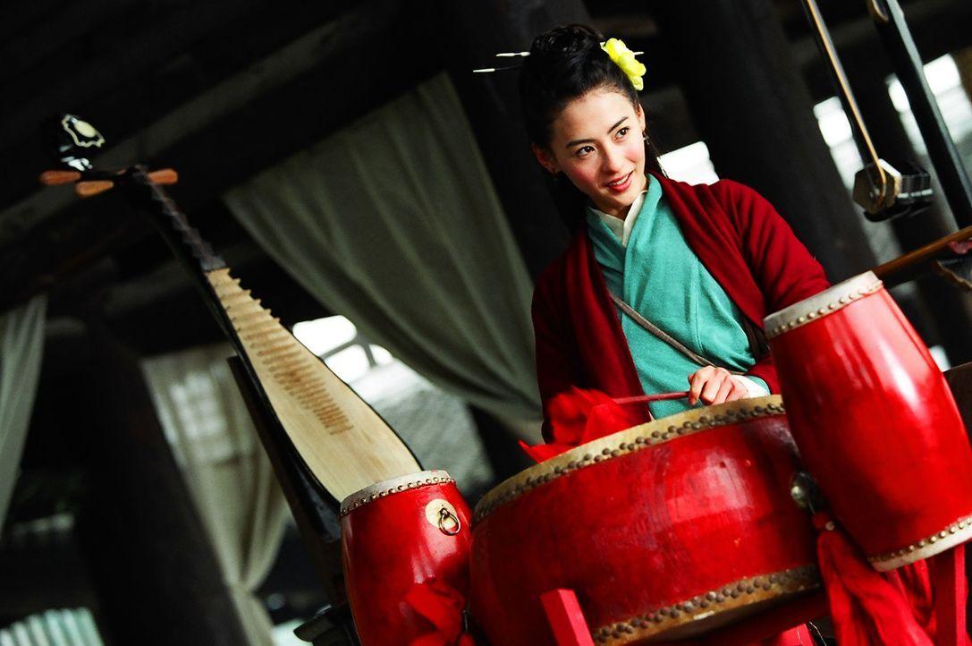 Die junge Adelige Schwarzer Phoenix (Cecilia Cheung), die in den Prinzen des Kaiserhofes verliebt ist, gelangt durch puren Zufall in den Besitz gro - Bildquelle: 2004 China Star Worldwide Distribution B.V. All Rights Reserved.