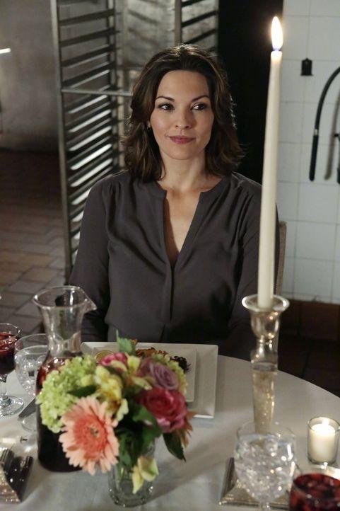 Kann Jo (Alana De La Garza) ihre Zweifel Isaac betreffend überwinden? - Bildquelle: Warner Bros. Television
