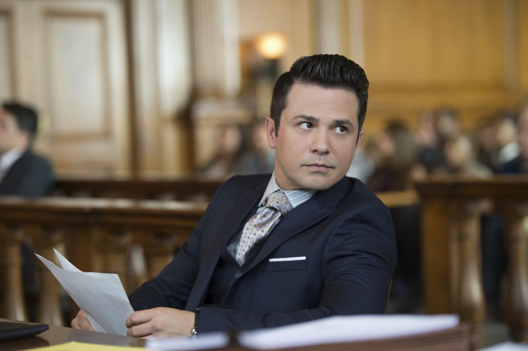 Jetzt wird sich zeigen, ob Bull und sein Anwalt Benny (Freddy Rodriguez) tatsächlich die richtige Strategie verfolgen und es schaffen, Pilotin Mathi... - Bildquelle: Jojo Whilden 2016 CBS Broadcasting, Inc. All Rights Reserved.