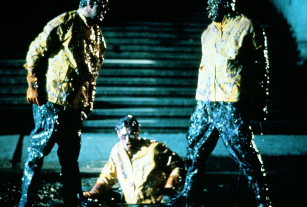 Stantz (Dan Aykroyd, l.), Spengler (Harold Ramis, M.) und Zeddemore (Ernie Hudson, r.) entdecken tief unter der Stadt in verlassenen U-Bahnschächte... - Bildquelle: 1989 Columbia Pictures Industries, Inc. All Rights Reserved.