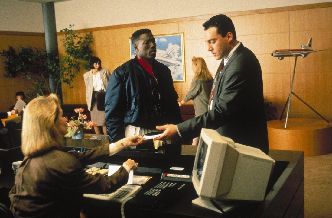 Nach dem Tod seiner Frau leidet John Cutter (Wesley Snipes, l.) unter starken Stimmungsschwankungen. Um seinen Freund zu helfen, verschafft Sly Delv... - Bildquelle: Warner Bros.