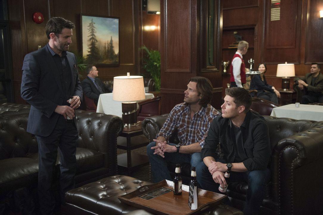 (v.l.n.r.) Mick Davies (Adam Fergus); Sam (Jared Padalecki); Dean (Jensen Ackles) - Bildquelle: Diyah Pera 2016 The CW Network, LLC. All Rights Reserved/Diyah Pera