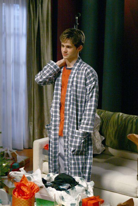Ausgerechnet an Weihnachten muss Eric (Connor Paolo) von seiner Mutter eine nicht gerade erfreuliche Neuigkeit erfahren ... - Bildquelle: Warner Brothers