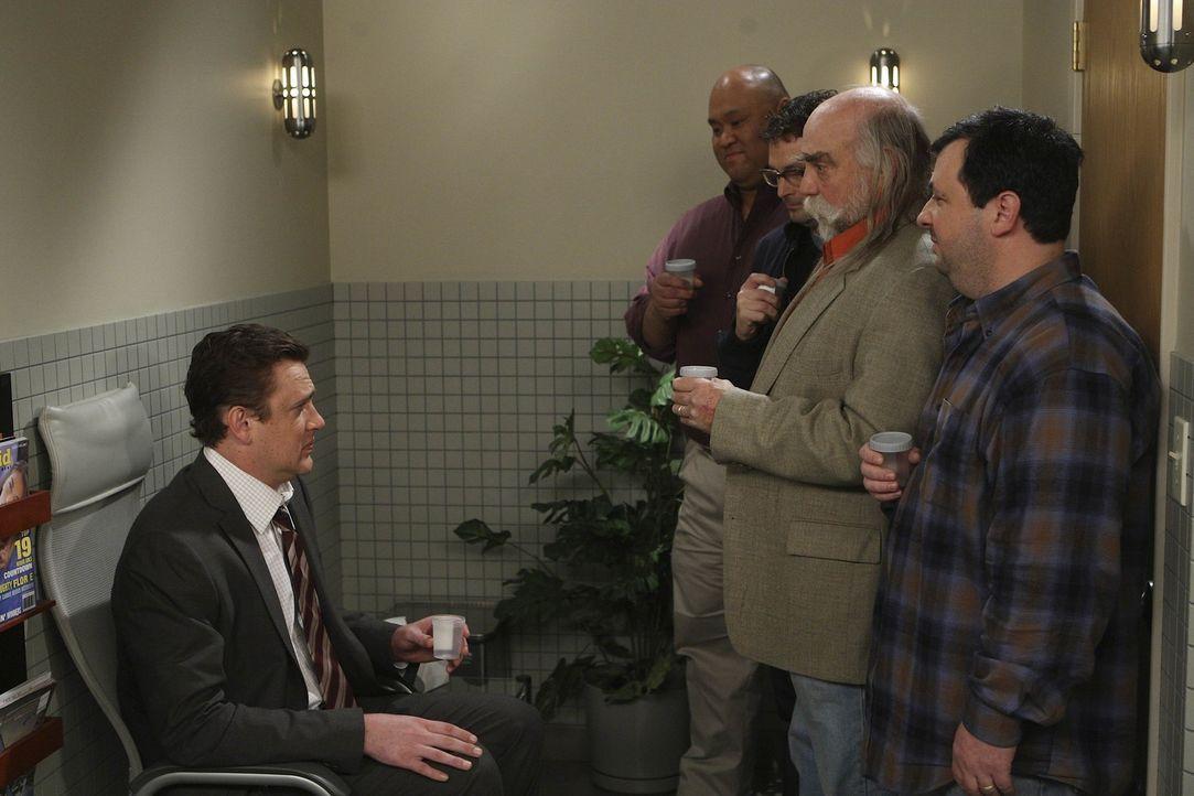 """Lily erfährt, dass sie """"extrem"""" fruchtbar ist. Daraufhin sieht Marshall (Jason Segel, l.) das Problem bei sich und lässt sich testen. Allerdings h... - Bildquelle: 20th Century Fox International Television"""