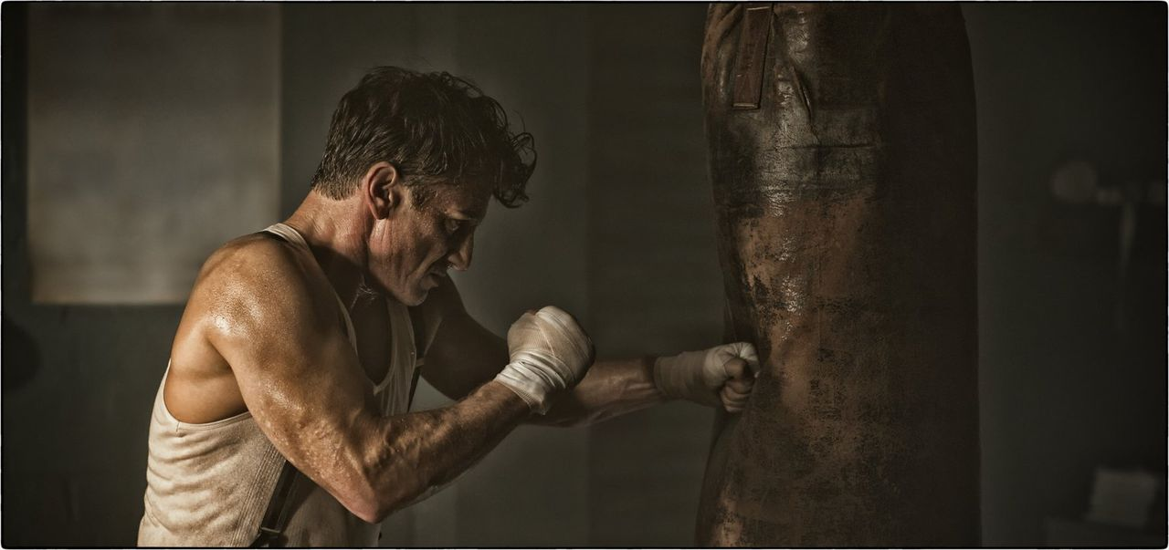Hat einen Eid auf die Gewalt geschworen und sein Lehrmeister ist sein unstillbarer Hunger nach Macht: Mickey Cohen (Sean Penn) ... - Bildquelle: Warner Brothers