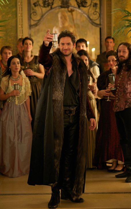 Er bietet ihr einen rühmlichen Empfang, doch ist König Antoine (Ben Aldridge) wirklich auf Marys Seite? - Bildquelle: Sven Frenzel 2014 The CW Network, LLC. All rights reserved.