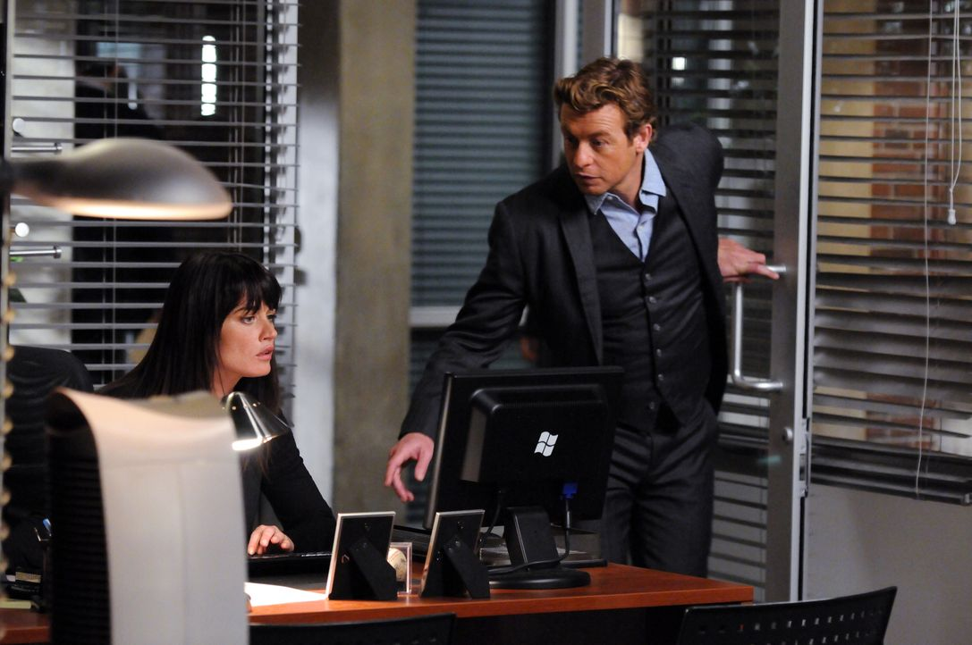 Ein besonderer Fall beschäftigt Patrick (Simon Baker, r.) und Teresa (Robin Tunney, l.) ... - Bildquelle: Warner Bros. Television