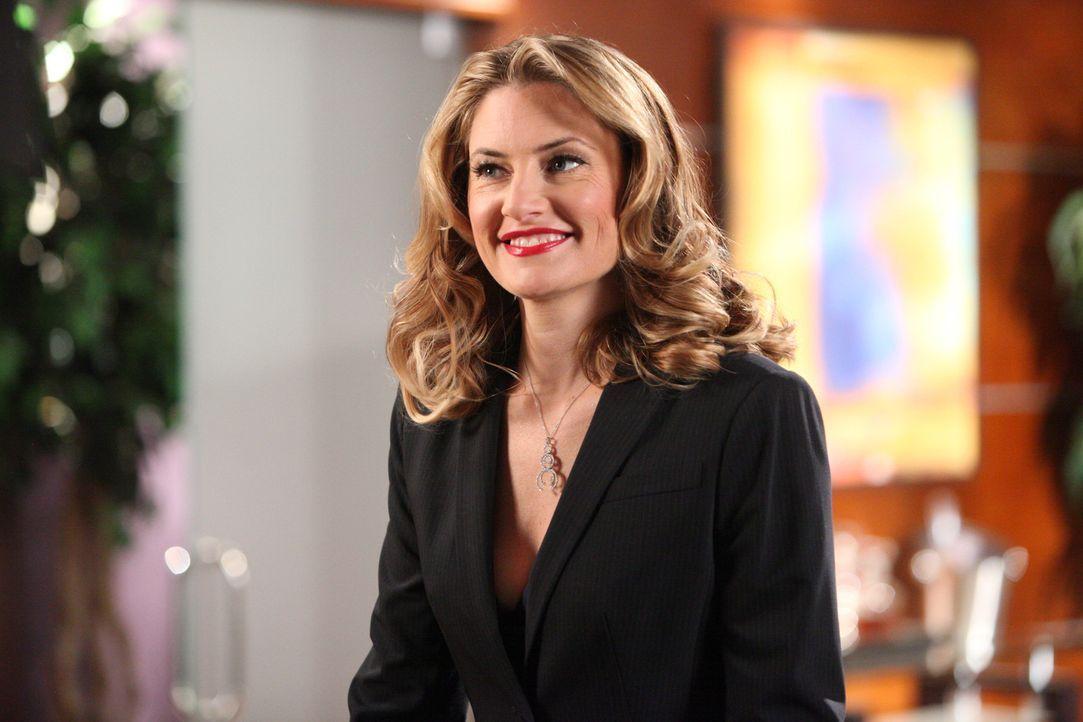 Gina Blunt (Mädchen Amick), eine alte Bekannte von Parker, soll neue Investorin der Kanzlei werden ... - Bildquelle: 2012 Sony Pictures Television Inc. All Rights Reserved.