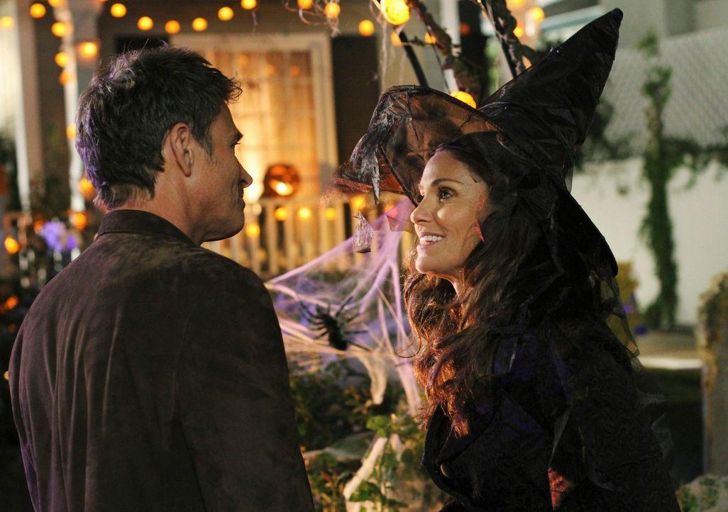 Nachdem Violet (Amy Brenneman, r.) erfahren hat, dass Petes (Tim Daly, l.) Mutter im Gefängnis sitzt und er seither weder zu ihr noch zu seinem Bru... - Bildquelle: ABC Studios
