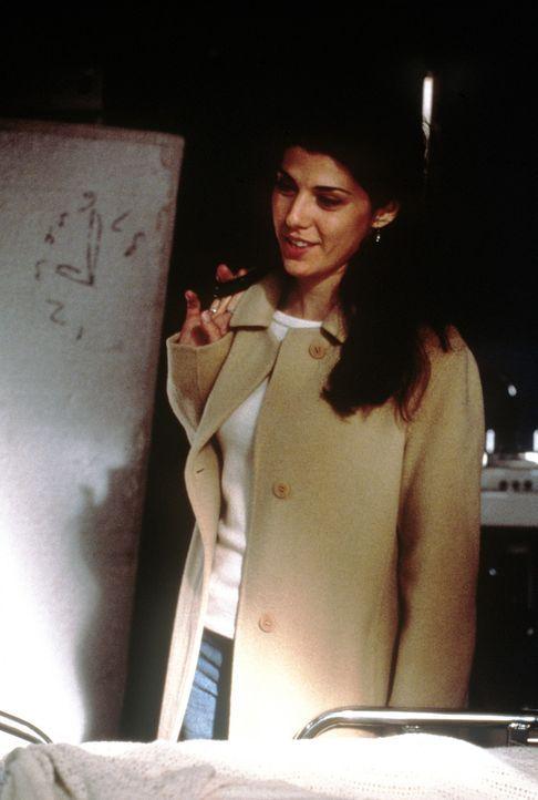 FBI-Agent Joel Campbell versucht seiner Vergangenheit durch eine Psychoanalyse bei der Psychiaterin (Marisa Tomei) Herr zu werden. Doch auch diese k... - Bildquelle: Universal Pictures