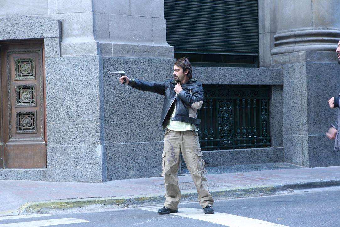 Der Wind weht ihm heftig um die Ohren und wenn Leonardo (Jordi Mollá) nicht schnell eine Lösung findet, dann gibt es für ihn und seine Freunde kein...