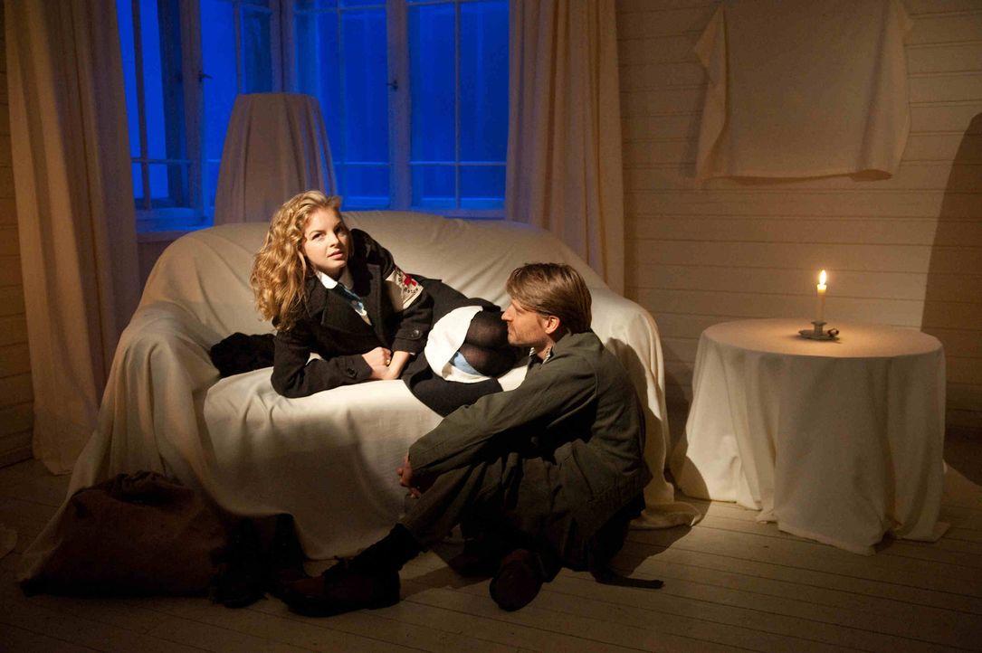 Wider Erwarten gelingt es Ellen (Yvonne Catterfeld, l.) in den letzten Monaten des Krieges, bis nach Norwegen durchzukommen. In einem leerstehenden... - Bildquelle: SAT.1