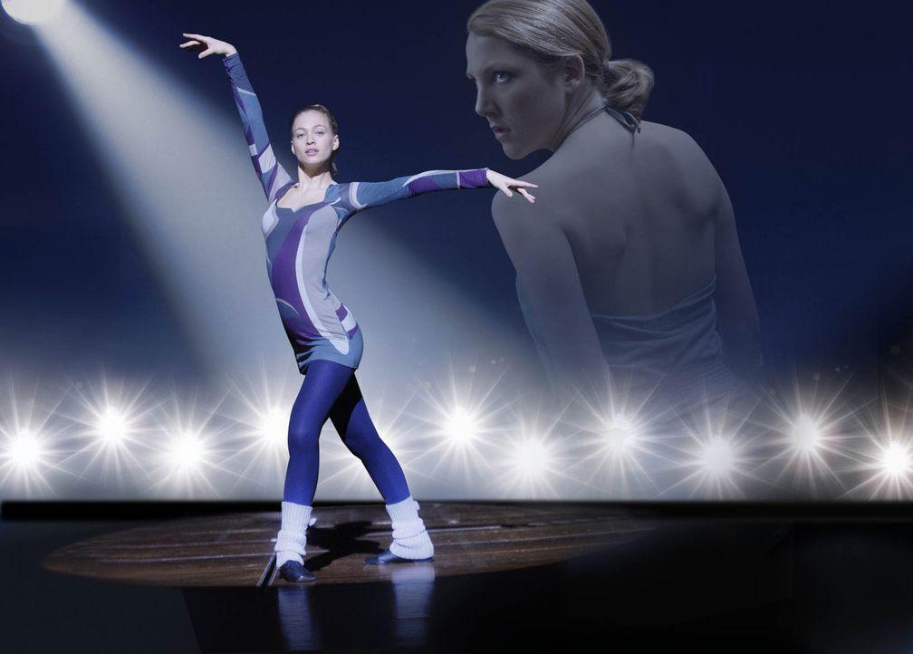 Die Tänzerin - Lebe Deinen Traum - mit Julie Engelbrecht, l. und Nikola Kastner, r. ... - Bildquelle: SAT.1