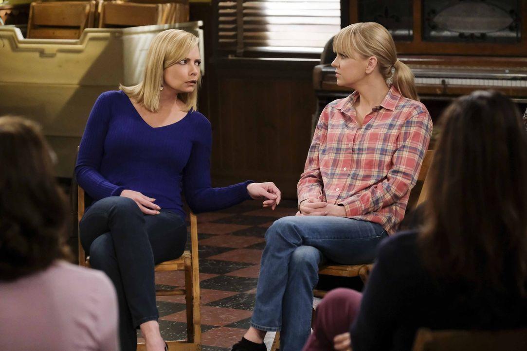 Kann Jill (Jaime Pressly, l.) ihrer Freundin Christy (Anna Faris, r.) zur Seite stehen, als diese von einer Überraschung ihres Freundes überrumpelt... - Bildquelle: 2018 Warner Bros.