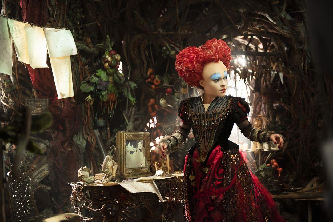Die Rote Königin Iracebeth (Helena Bonham Carter) - Bildquelle: Peter Mountain Disney Enterprises, Inc. All Rights Reserved.