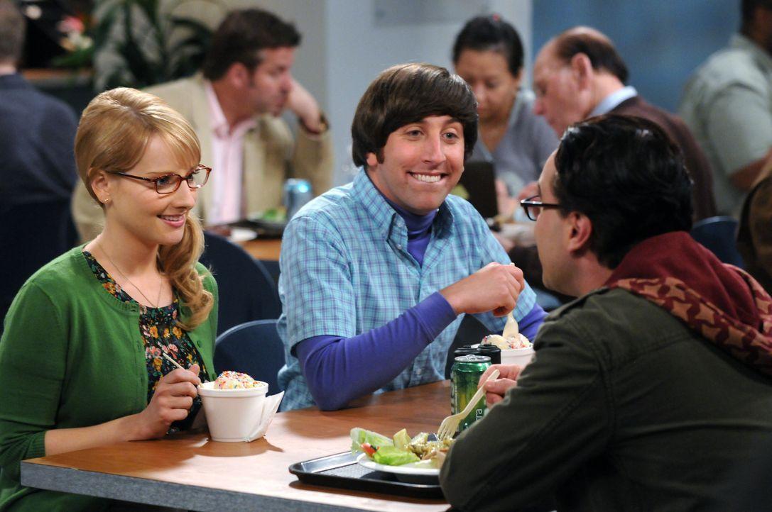 Howard (Simon Helberg, M.) bringt seine neue Freundin Bernadette (Melissa Rauch, l.) zum Abendessen zu seinen Freunden Leonard (Johnny Galecki, r.),... - Bildquelle: Warner Bros. Television