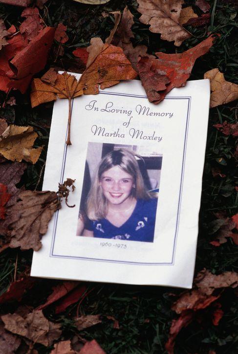 Vor 25 Jahren wurde die junge Martha Moxley (Maggie Grace) ermordet. Eines Tages macht sich ein geschasster Cop daran, den Täter aufzuspüren ... - Bildquelle: Sony Pictures Television International. All Rights Reserved.