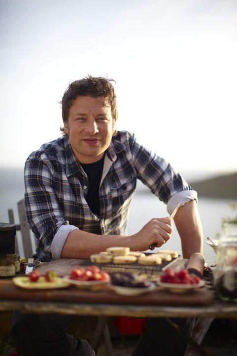 """In """"Zu Gast bei Jamie Oliver"""" begibt sich Starkoch Jamie Oliver auf Entdeckungsreise durch Großbritannien, um mehr über die Ursprünge traditionel... - Bildquelle: Fresh One Productions 2011"""