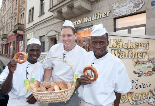 Stellungswechsel - Afrikaner oder Deutsche - wer backt die leckersten Brötche...