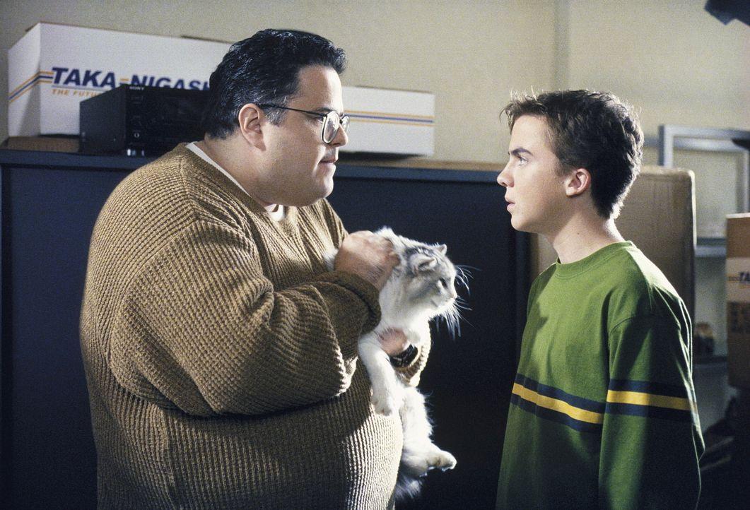 Craig (David Anthony Higgins, l.) hat Malcolm (Frankie Muniz, r.) mit einer Lüge zu sich gelockt ... - Bildquelle: TM +   Twentieth Century Fox Film Corporation. All Rights Reserved.