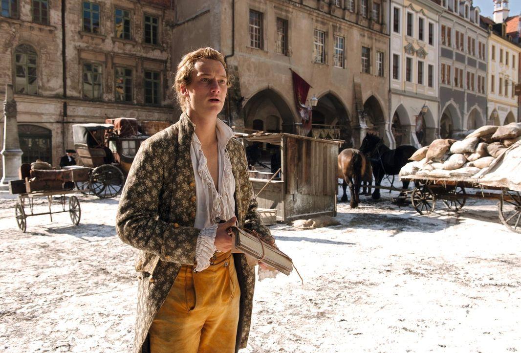 Der bislang erfolglose Dichter Johann Goethe (Alexander Fehling) fällt durch sein Jura-Studium und wird deshalb von seinem wütenden Vater ans Reichs... - Bildquelle: Warner Brothers