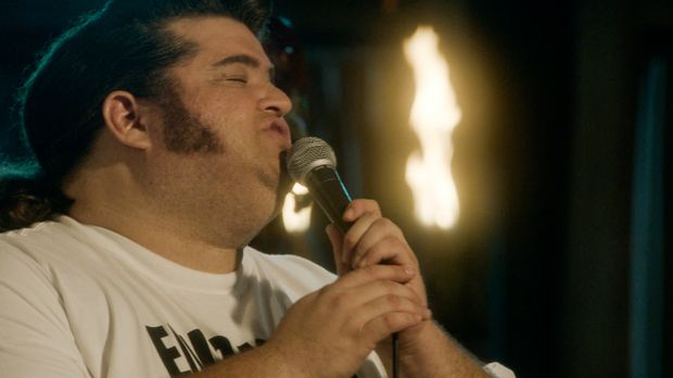 Als bei einem Elvis-Contest der Favorit plötzlich auf der Bühne zusammenbrich...