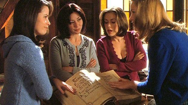 Die drei Schwestern, Piper (Holly Marie Combs, l.), Prue (Shannen Doherty, 2....