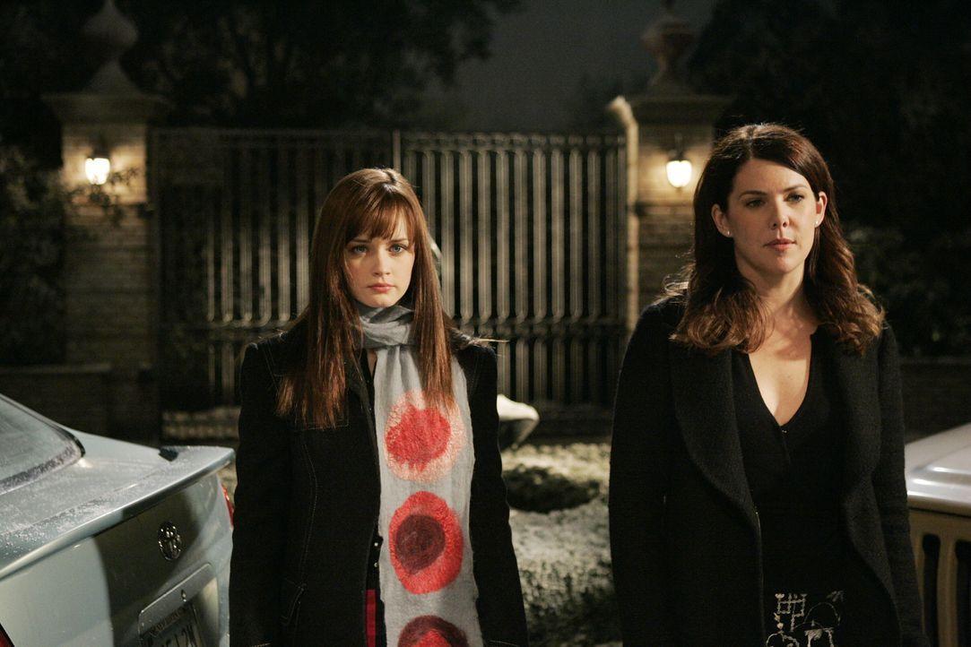 Das Motto des Freitagsdinner lautet für Lorelai (Lauren Graham, r.) und Rory (Alexis Bledel, l.) immer wieder: Augen zu und durch! - Bildquelle: Copyright Warner Brother International Television