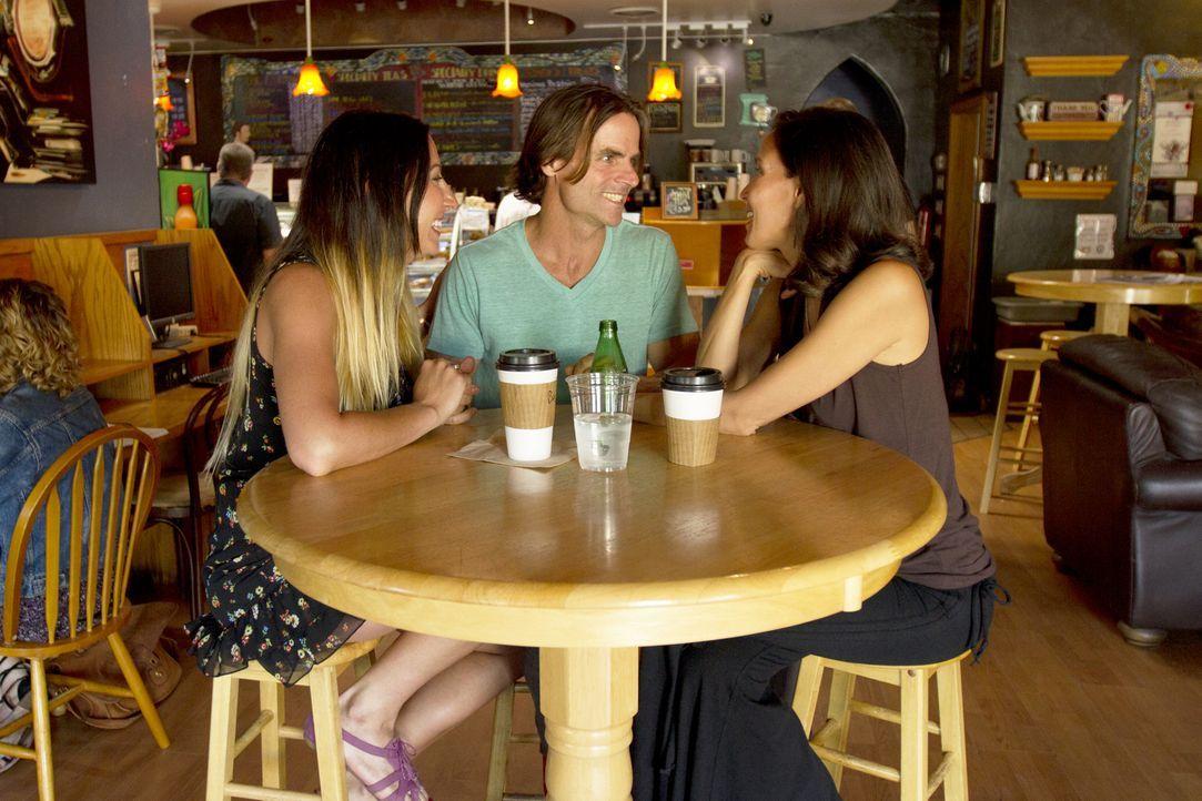 Michael (M.) hat sich dazu entschlossen, seine Beziehung mit Rachel (l.) zu vertiefen. Doch über die Art und Weise ist er sich mit Kamala (r.) nicht... - Bildquelle: Showtime Networks Inc. All rights reserved.
