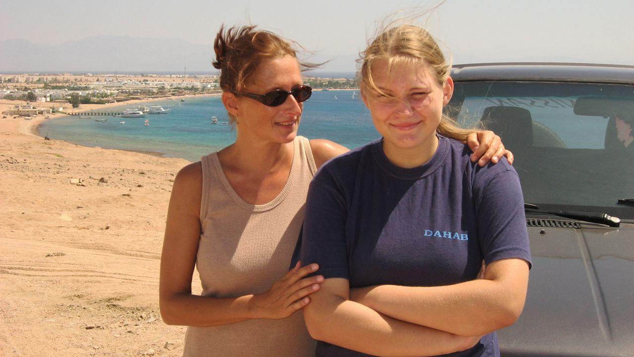 Jeannette Preston (48) und ihre Tochter Lisa (15) haben Deutschland den Rücken gekehrt - dort mussten sie lange Zeit von Hartz IV leben. In Ägypten... - Bildquelle: kabel eins