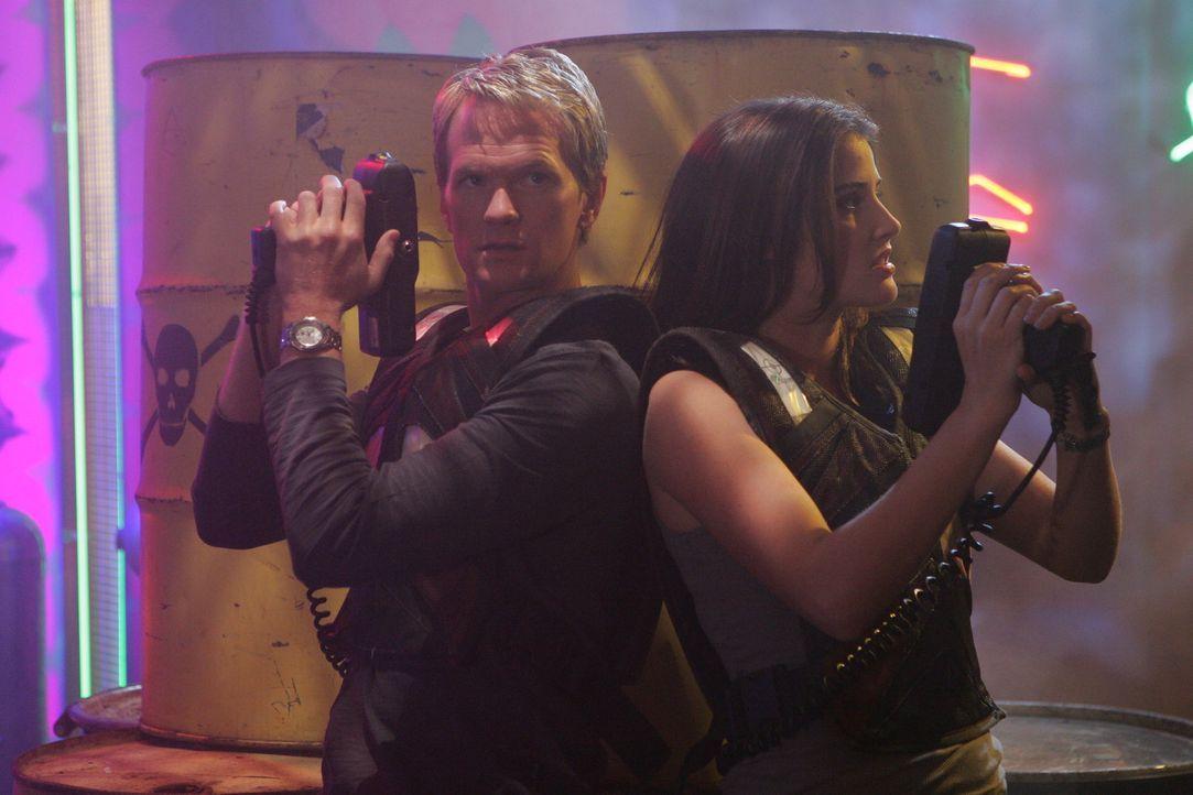 Barney (Neil Patrick Harris, l.) ist froh darüber, dass Robin (Cobie Smulders, r.) in die Fußstapfen von Ted tritt ... - Bildquelle: 20th Century Fox International Television