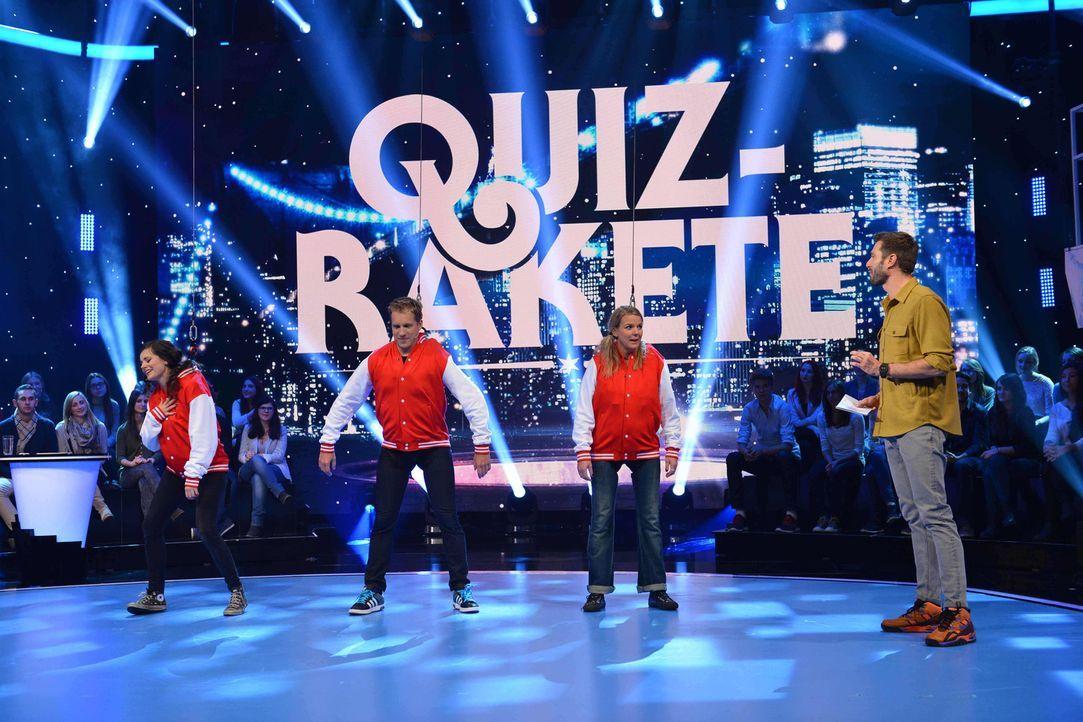 """Moderator Jochen Schropp (r.) ist gespannt, wie Joyce Ilg (l.), Oliver Pocher (2.v.l.) und Mirja Boes (2.v.r.) sich im Spiel """"Quiz-Rakete"""" schlagen... - Bildquelle: Willi Weber SAT.1"""