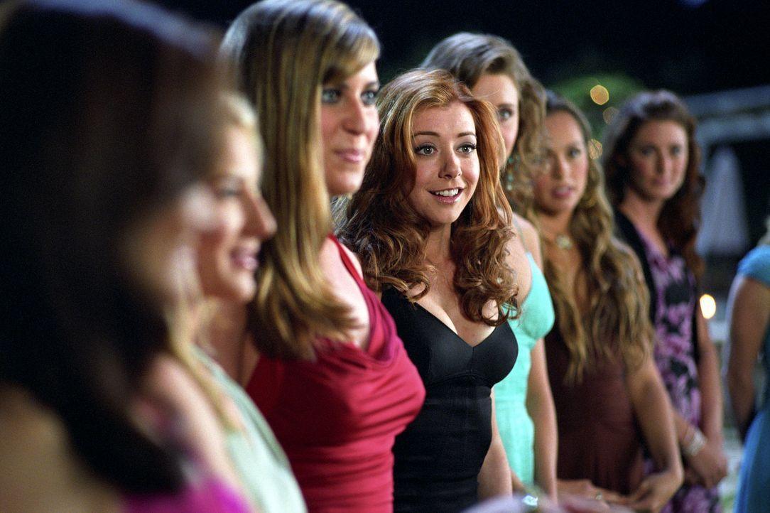 """In der TV-Show """"Der Extreme Bachelor"""" schafft es Julia (Alyson Hannigan) unter die letzten Kandidatinnen - und kommt ihrem Traum Grant zu heiraten e... - Bildquelle: Epsilon Motion Pictures"""