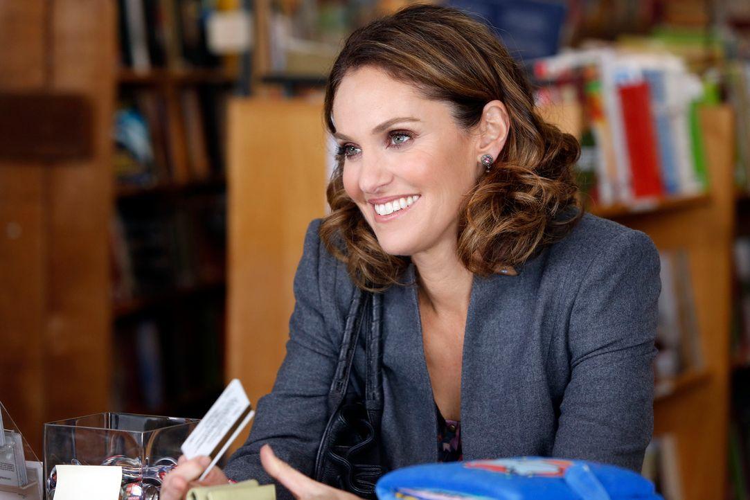 In einem Buchladen hat Violet (Amy Brenneman) eine nette Begegnung ... - Bildquelle: ABC Studios