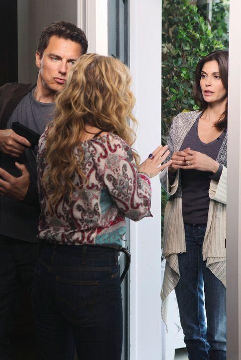 Da Susan (Teri Hatcher, r.) die Wisteria Lane verlassen wird, will sie sich noch von Angie (Drea de Matteo, M.) verabschieden - ahnt jedoch nicht, d... - Bildquelle: ABC Studios