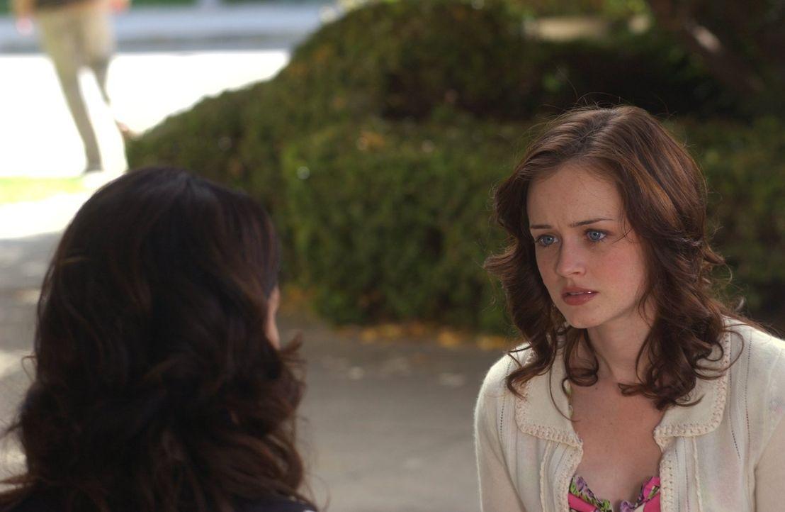 Nach langem Überlegen fasst Rory (Alexis Bledel) den Beschluss, im kommenden Jahr nicht in Yale weiter zu studieren. Eine Entscheidung, die ihre Mut... - Bildquelle: 2004 Warner Bros.