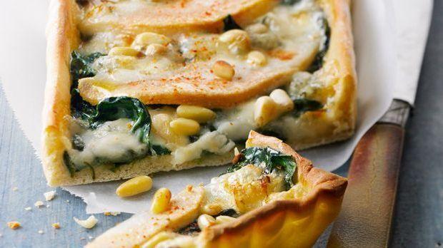 Pizza mit Birne, Blattspinat und Philadelphia für Experimentierfreudige
