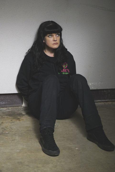 Muss bei einem Undercover-Einsatz wie ein Killer denken: Kriminologie-Genie Abby (Pauley Perrette) ... - Bildquelle: Cliff Lipson 2016 CBS Broadcasting, Inc. All Rights Reserved