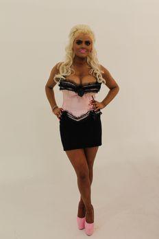 100 % Hotter - Weniger ist mehr - Barbie-Girl Jade möchte sich mit ihren wass...