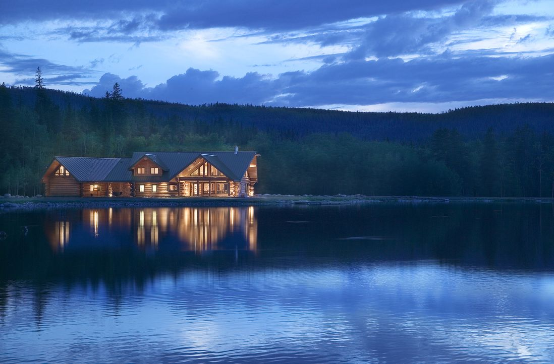 (1. Staffel) - Der Traum eines jeden Naturliebhabers: ein Haus am See und dann noch vollkommen aus Holz ... - Bildquelle: Paperny Entertainment 2014
