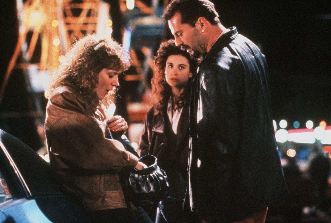 Schon wieder gibt es Streit zwischen Joyce (Glenne Headly, l.) und ihrem abscheulichen Mann James (Bruce Willis, r.). Cynthia (Demi Moore, M.) kann... - Bildquelle: Columbia Pictures
