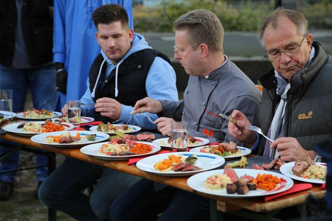 Die Testesser entscheiden: Spitzenkoch oder afrikanischer Traditionskoch, wer wird das Beef Battle gewinnen? - Bildquelle: Willi Weber ProSieben MAXX