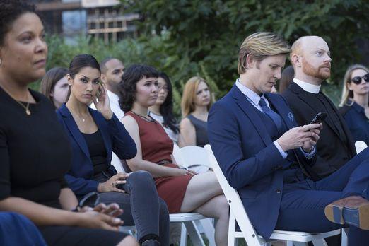Detective Laura Diamond - Während der Beerdigung seines Freundes spielt Shane...