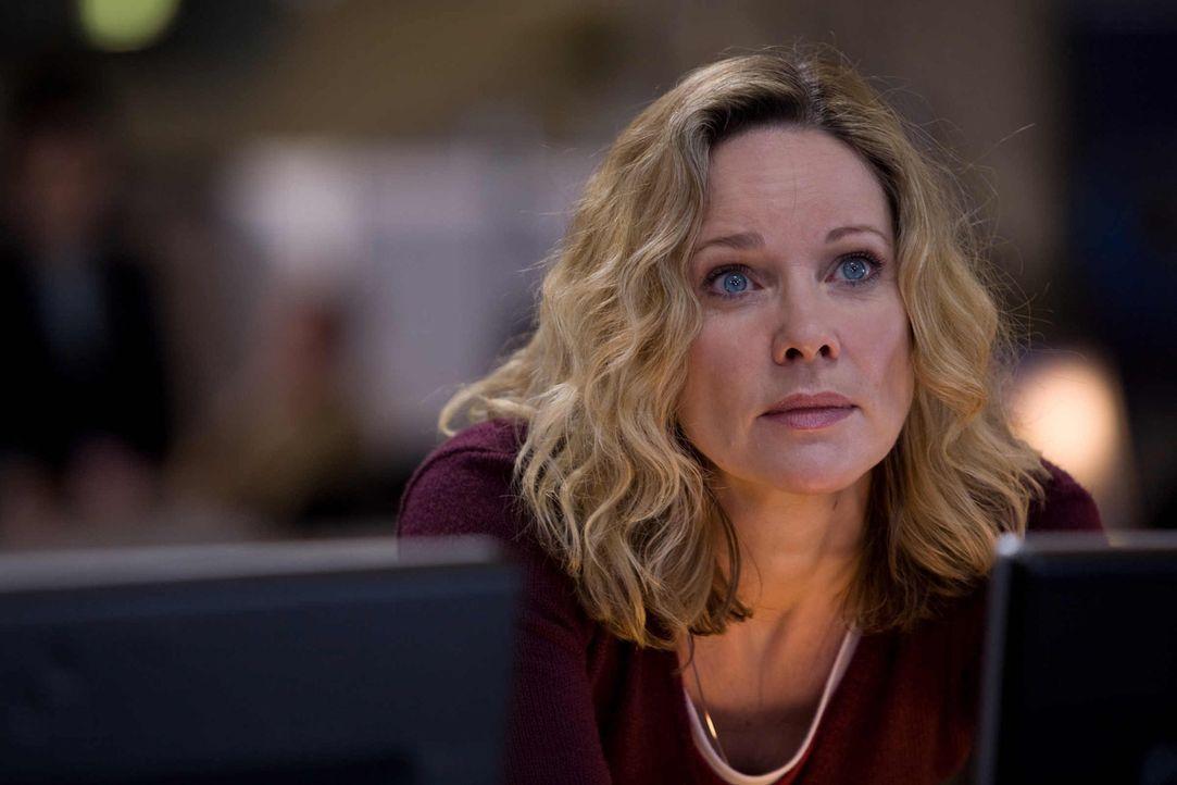 Soll das Opfer eines riskanten Intrigenspiels werden: Anja Radtke (Ann-Kathrin Kramer) ... - Bildquelle: Conny Klein SAT.1