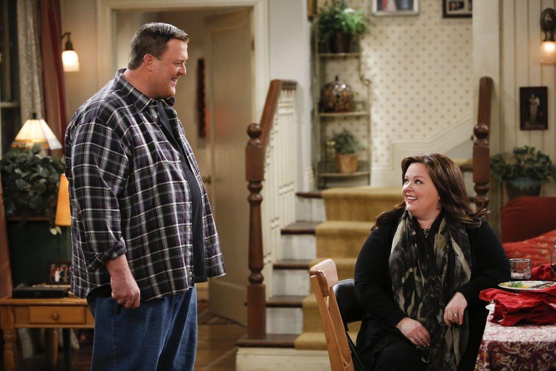 Sind sich nicht immer einig: Mike (Billy Gardell, l.) und Molly (Melissa McCarthy, r.) ... - Bildquelle: Warner Brothers