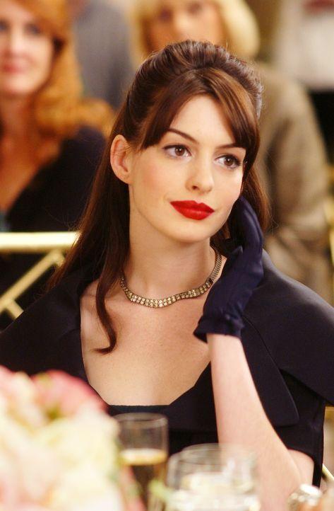 """Andy (Anne Hathaway) hat sich in der Glitzermetropole NYC vollkommen verloren. Was wird sie für ihren Job beim angesagtesten Modemagazin """"Runway"""" no... - Bildquelle: 2006 Twentieth Century Fox"""