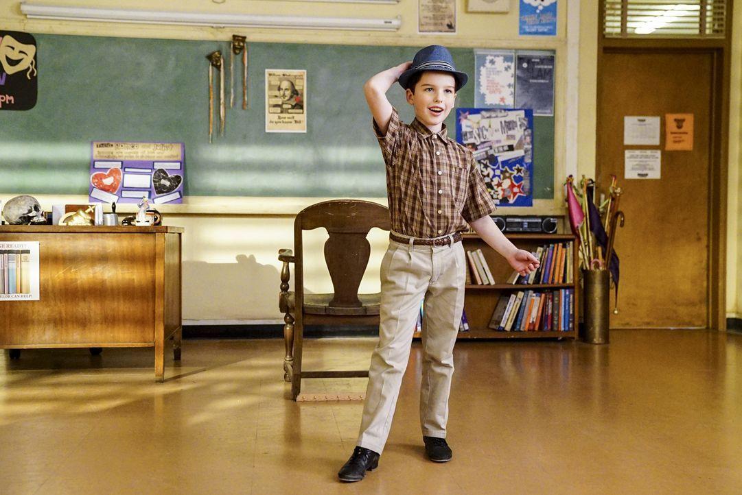 Versucht sich als Schauspieler und Entertainer, nachdem er bei einem Wissenschaftswettbewerb mal nicht den ersten Platz gemacht hat: Sheldon (Iain A... - Bildquelle: Warner Bros. Television